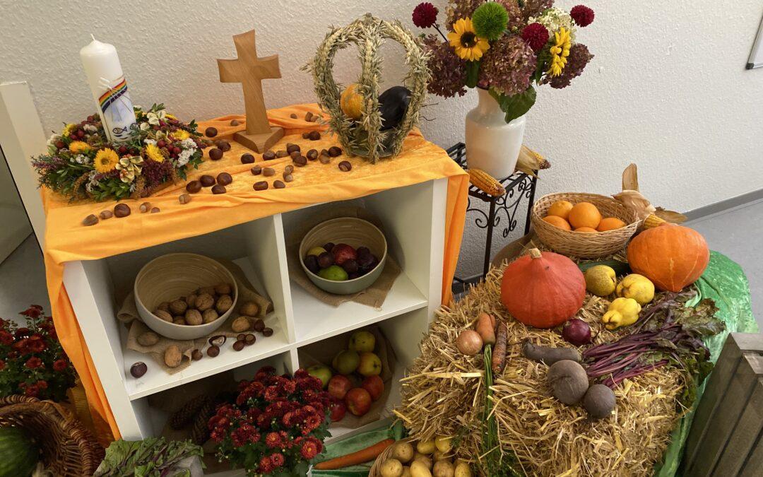 Bunter Herbst und Erntegaben in der Kita